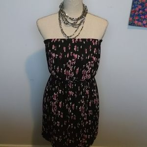 ❤3/$30❤️ Forever 21 Strapless Floral Pleated Dress